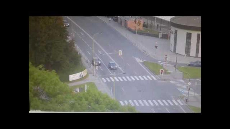 PČR: Motorkář se zákazem řízení měl jet v Havířově na červenou, srazilo ho auto