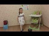 Дочка поёт песню о Kitfort с чайником Kitfort KT-602-3