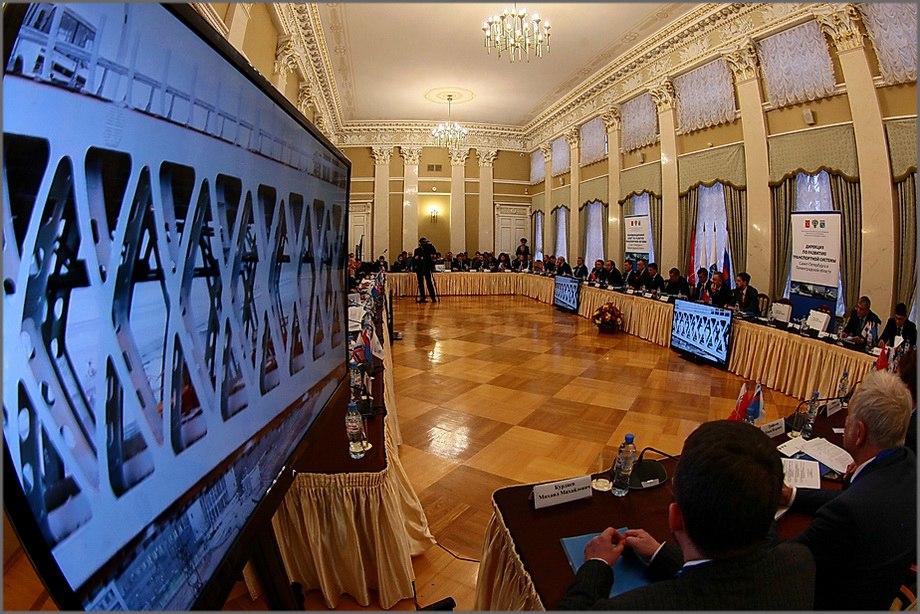 Руководитель Ленобласти просит поддержки центра вреализации транспортных проектов
