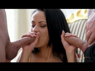 malie-ebutsya-domashnee-video