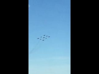 Истребители летят на парад