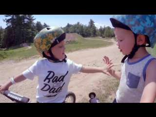Малыши учатся горному байкингу