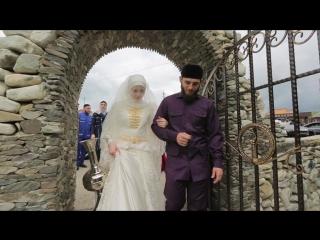 о старинному чеченскому обычаю на второй день после свадьбы невесту ведут к роднику