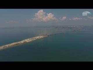 [красные бордюры] полёт над мостом от тамани до керчи