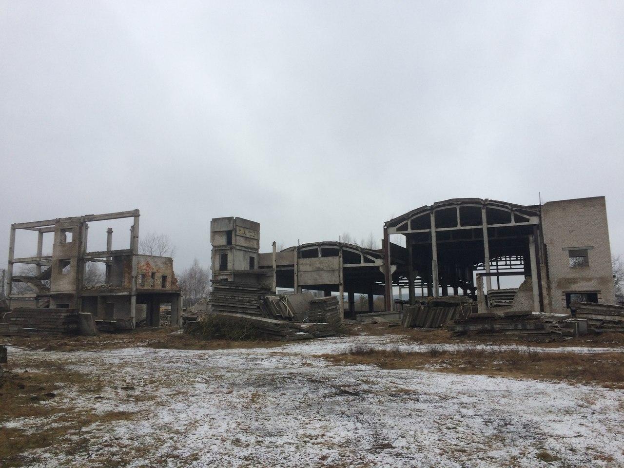 Заброшенная часть завода на окраине Волковыска