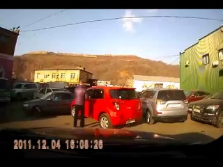 Осторожно бабушка за рулём !