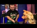 Hornswoggle shows Miss Piggy his new Muppets Tattoos.flv