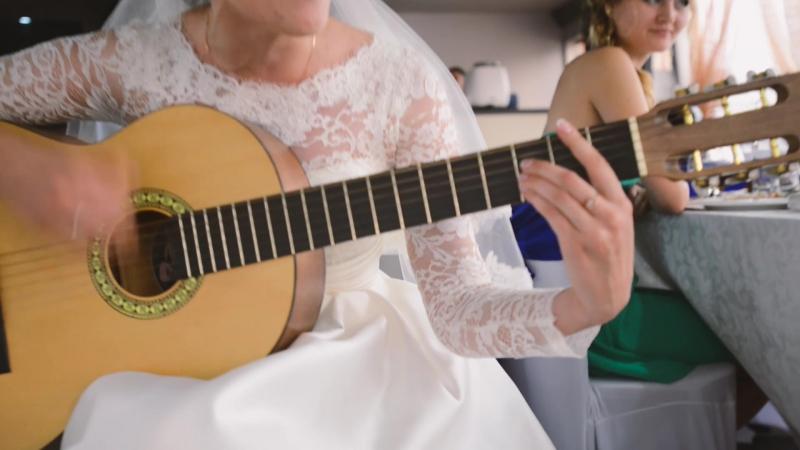 Невеста поет песню Zaz для жениха
