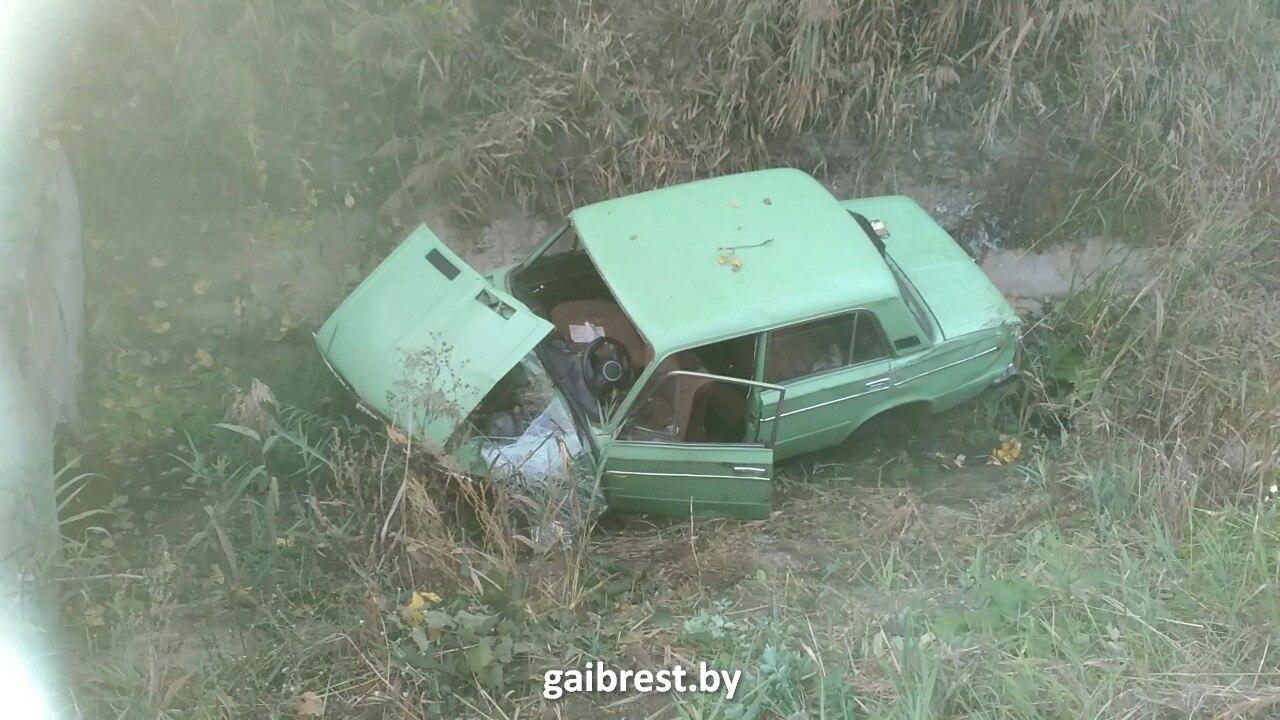 Нетрезвый шофёр налегковом автомобиле оказался вмелиоративном канале