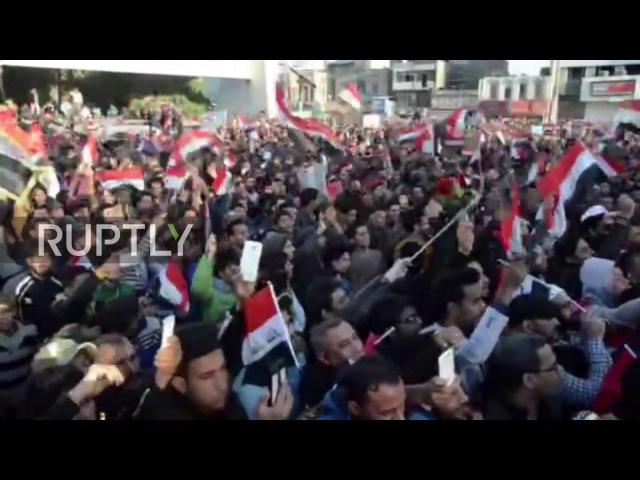 Ирак: 1000с протест коррупции и недавние нападения после вызова со стороны популярного священнослужителя.