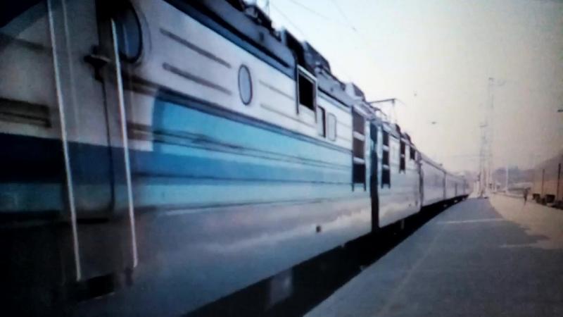 Електровоз ВЛ82М-045 с поездом Полтава-Днепропетровськ прибывает на станцию Полтаву