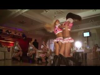 Девочки танцуют русские танцы очень эротично на корпоративе Красивое шоу Стройные девушки