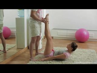 Инструктор по фитнесу трахнул девушку в попку - Красивое русское порно