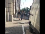 3 июня 2016; Варшава, Польша: Лана покидает отель «Bristol» и проводит время с фанатами