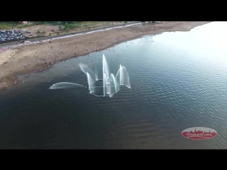 Светомузыкальный плавающий фонтанный комплекс с механизмами поворота форсунок