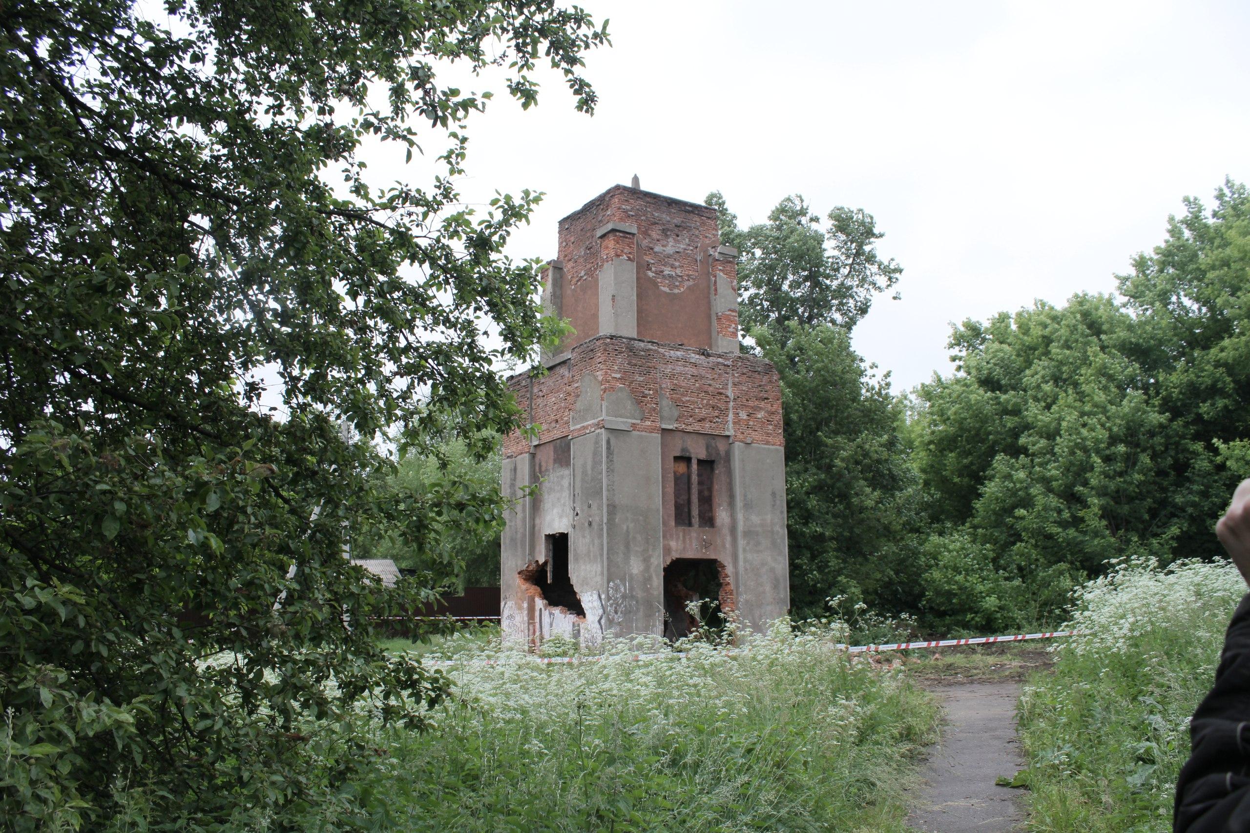 Артезианская скважина в Серпухове перед сносом
