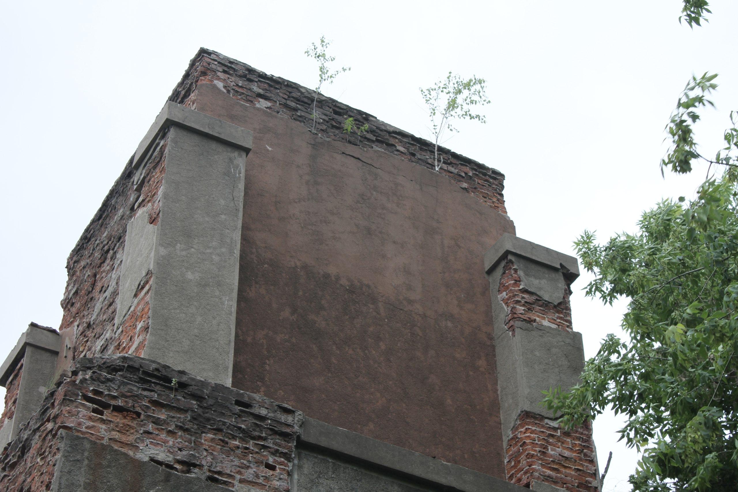 Снос здания артезианской скважины в Серпухове