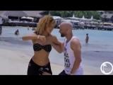Эта песня и танец каждый день мне подымает настроение!!!