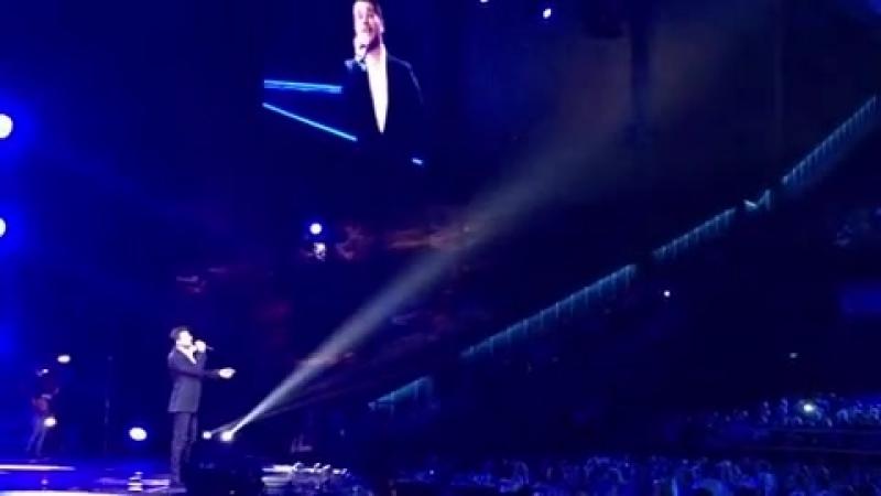 @emin_live : Спасибо  @newradio.ru !! Отдельное спасибо нашему фан-клубу @eminofficialgrouprussia @fanclubofemininmoscow ✊🏽