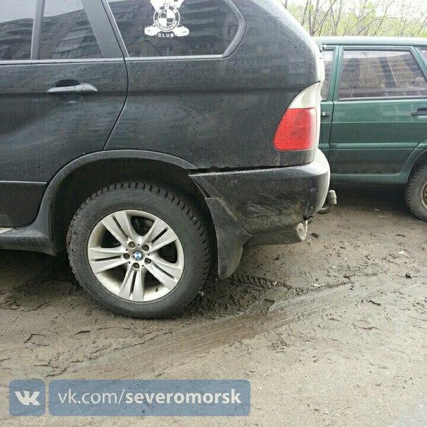 Сегодня, около 8 часов утра неустановленный водитель совершил ДТП с двумя автомобилями.