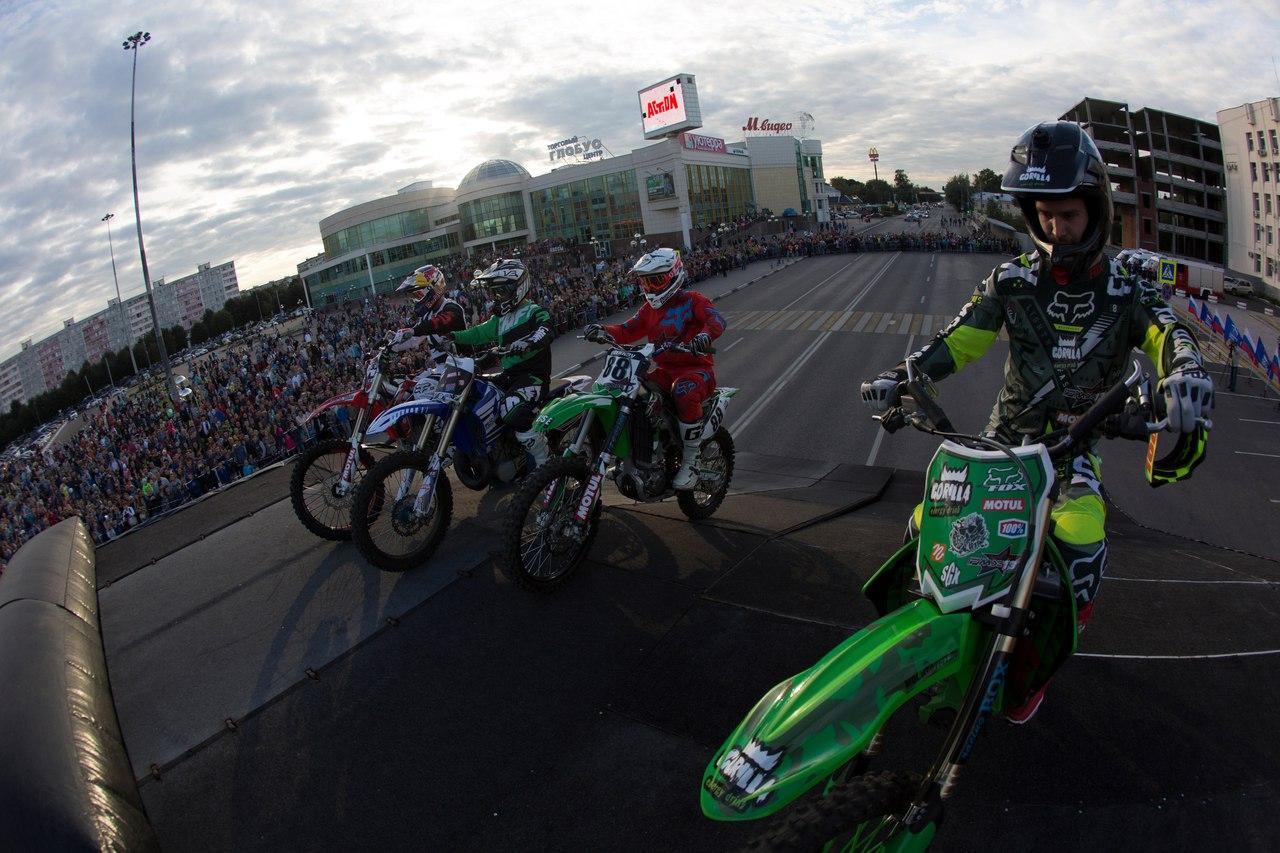 В Коломне состоялся уже ставший традиционным фестиваль по фристайл мотокроссу Kolesnikov FMX Fest, фото Коломна Спорт