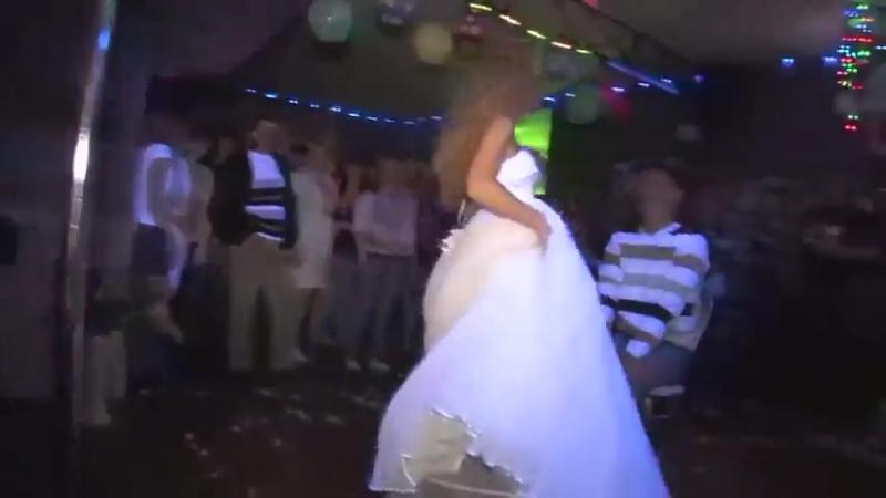 Невеста совсем голая танцует стриптиз!