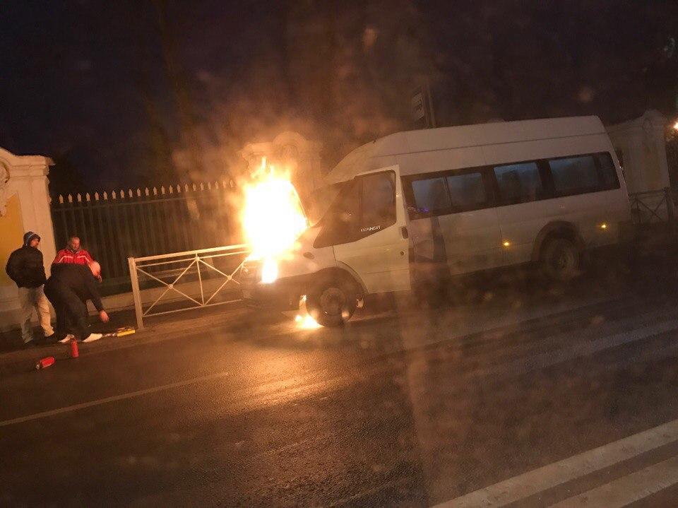 НаСанкт-Петербургском проспекте вспыхнула маршрутка