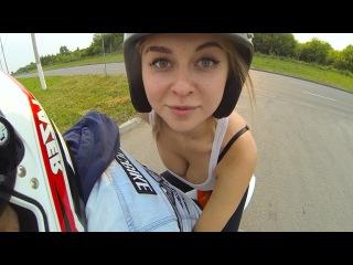 Девушка впервые села на мото  спортбайк . Russian Girl  first sat on a sports bike
