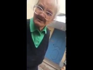 чокнутая бабка старушка Дурдом психушка и песня про черного кота