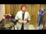 Синее платье и жакет с кружевами и мехом дополняем аксессуарами