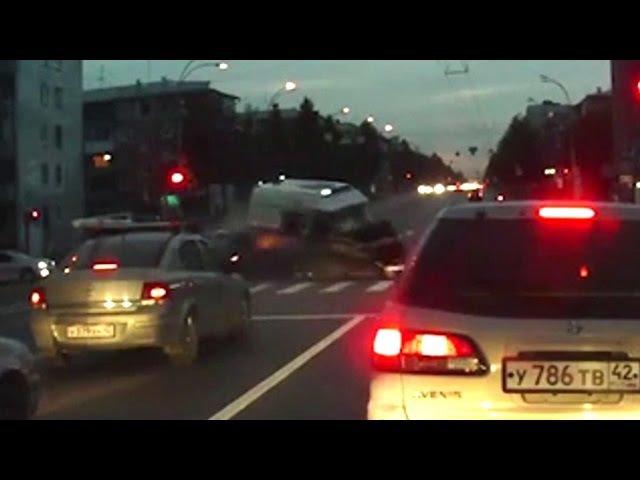 ДТП Не пропустил скорую на перекрестке в Кемерово