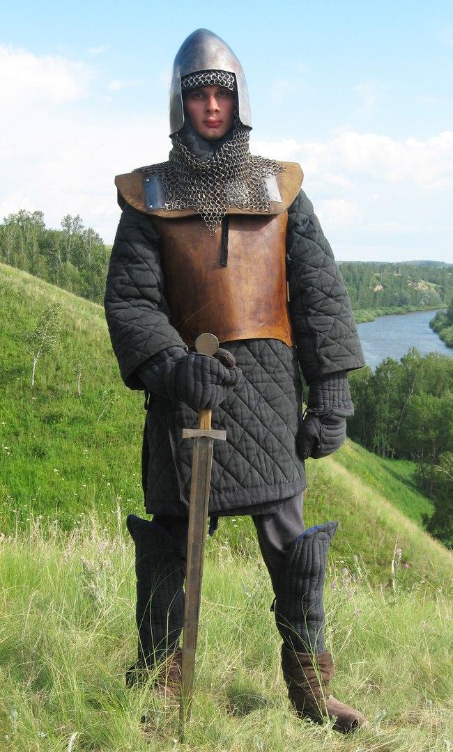 2007 год: Комплект защитной экипировки для исторического фехтования, вольная фантазия на тему Западной Европы 14-15вв.