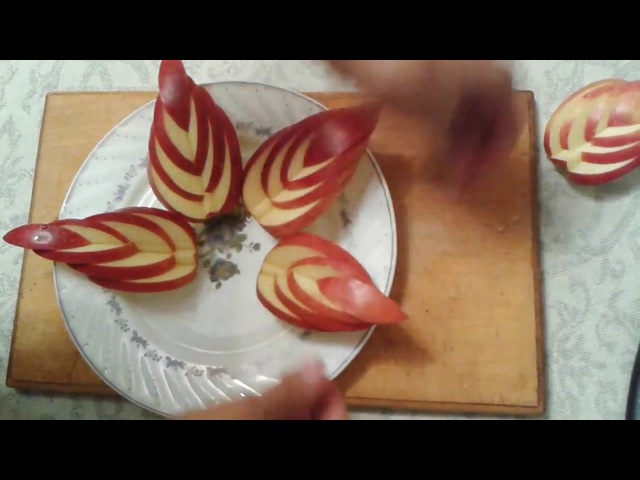 Фруктовая нарезка.Фруктовая нарезка из яблока и бананаFruit slices of Apple and banana