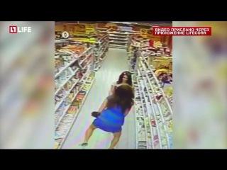 """Полиция ищет воровок-""""растопырок"""", прячущих конфеты в трусах"""