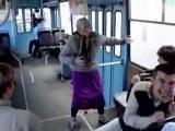 Бабуля зажигает, вот это танцор диско!