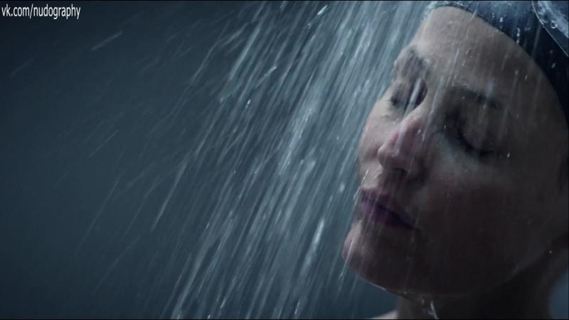Поплавала в бассейне - Джиллиан Андерсон (Gillian Anderson) в сериале