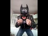 Бэтмен уже не тот! Человек летучая мышь против зажигалки