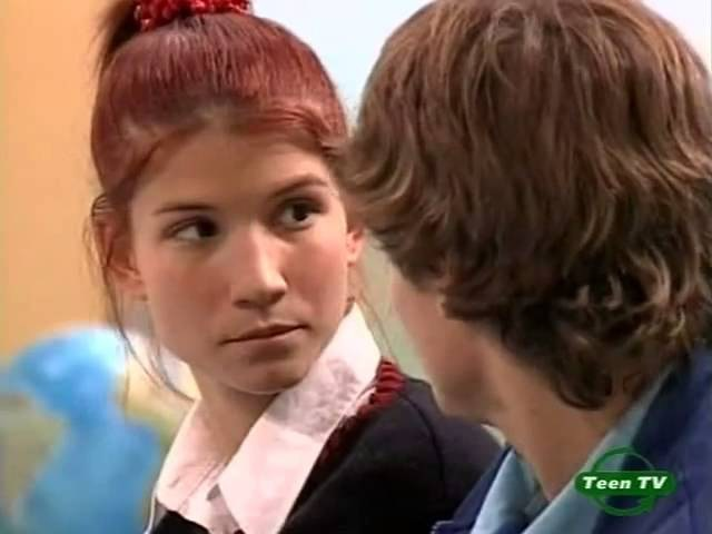 Поцелуй на парте Мари и Пабло Мятежный Дух