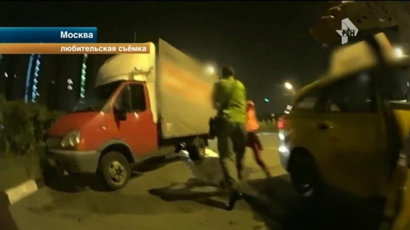 Агрессивный таксист попытался выбить деньги с пассажирки!