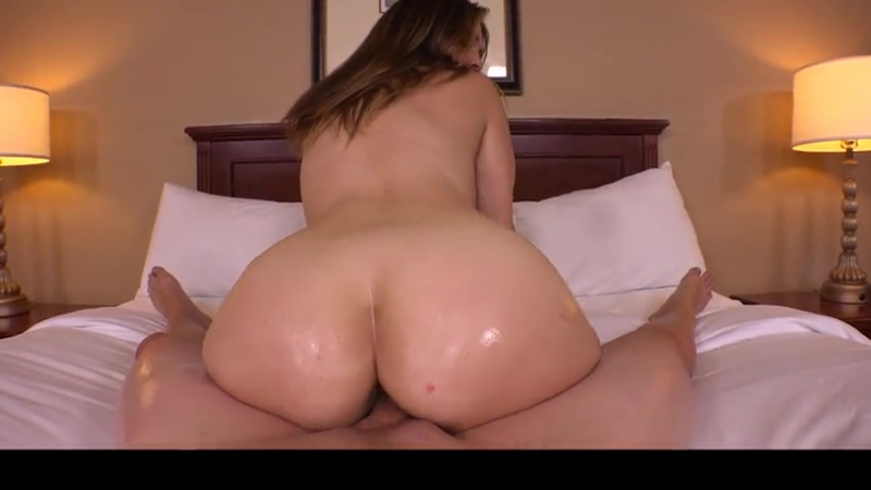 Трахает свою красивую маму mom POV oil bubble ass booty mature sex orgasm hard fuck