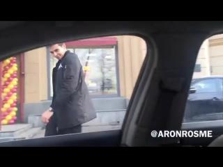 Когда увидел симпатичную девушку в машине... мой первый vine))