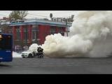 Автомобиль BMW полыхает на Садовом кольце в Москве