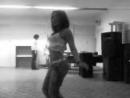танцует как сможет