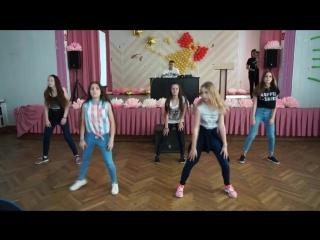 "танец под песню get ugly команда 6""А"" класса"