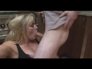 порно маму толстушку трахают в сосок