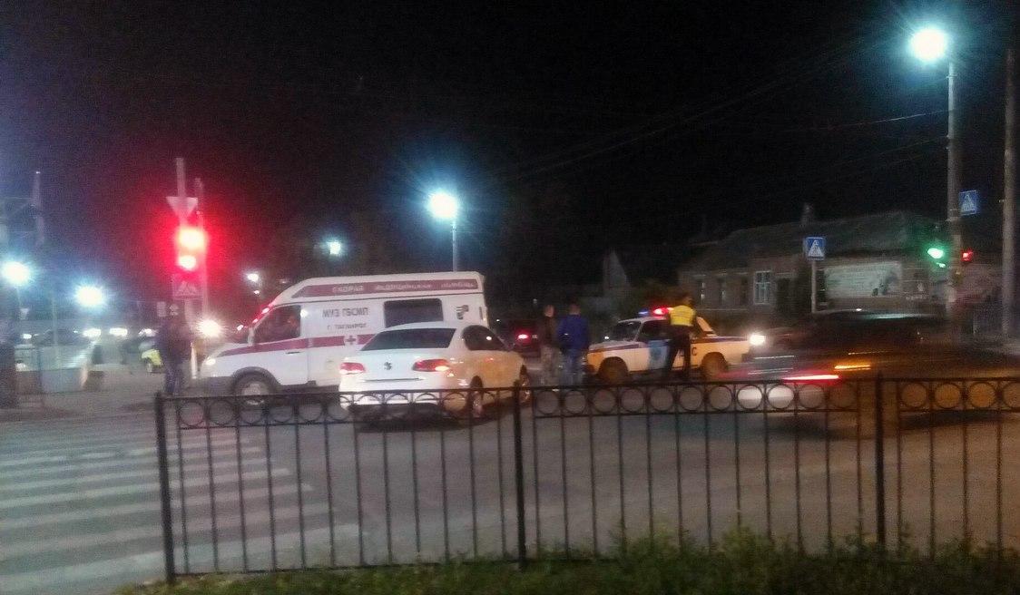 В Таганроге на улице Чехова «скорая» столкнулась с иномаркой