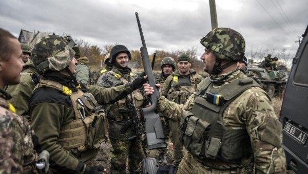 Враг предпринял ряд очень мощных обстрелов из тяжелого вооружения на Луганщине, стрельба велась с 10 и более км, - Лысенко - Цензор.НЕТ 4436