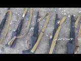 Хуситы показывают оружие захваченное у армии Хади в районе города Сервах, провинция Мариб.