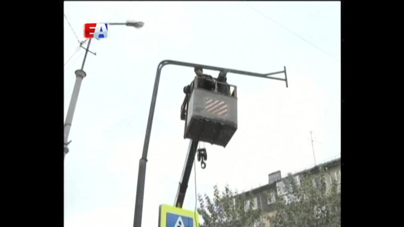 «Умные» автономные светофоры появились в Первоуральске. Ими оснащают самые опасные пешеходные переходы.