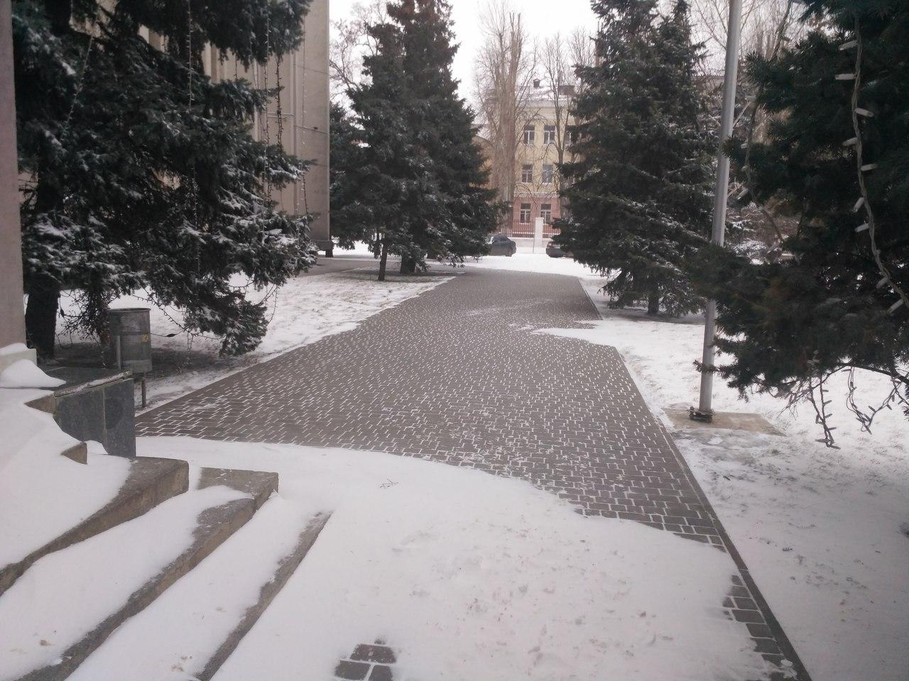 Снег в городе убирают исключительно у горисполкома (фото)